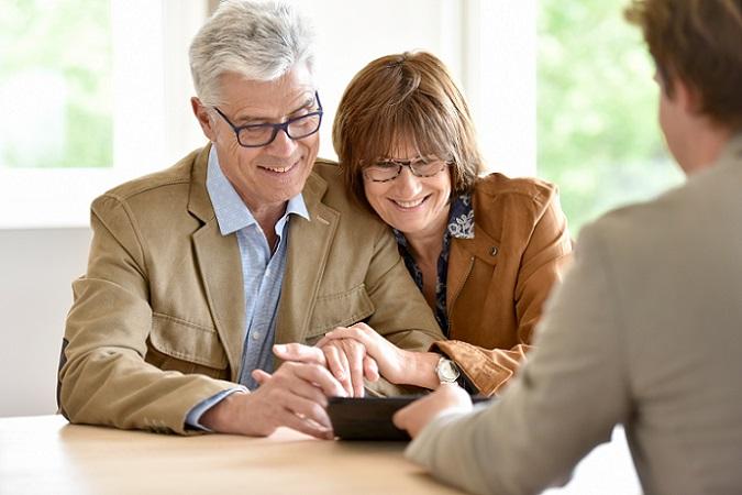 Welcher Riester Vertrag sich für den persönlichen Zweck besonders gut eignet, wo Riester Rente abschließen, in welchem Jahr die Auszahlung beginnt, all diese Dinge lassen sich oft nur im persönlichen Beratungsgespräch abklären.  ('#01)