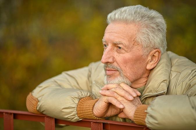 Der Zeitpunkt des Todes spielt eine wesentliche Rolle bei der Überlegung, was passiert mit Riester Rente im Todesfall. Wenn der Tod in der Ansparphase eintritt, dann können die Erbberechtigten nur dann die Rente beanspruchen, wenn eine Rentengarantiezeit festgelegt ist. (#01)