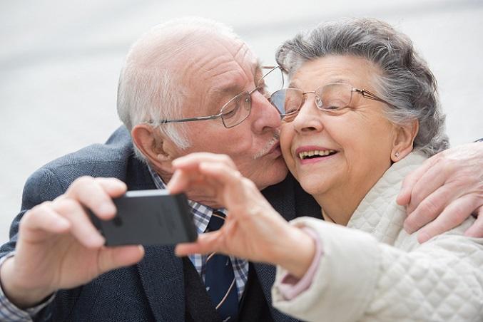 Nach vielen Jahren im Berufsleben hat man sich seine Rente verdient. Damit sie auch wirklich für die weiteren Jahre ausreicht, sollte man aufpassen, dass es keine Abschläge gibt. (#01)