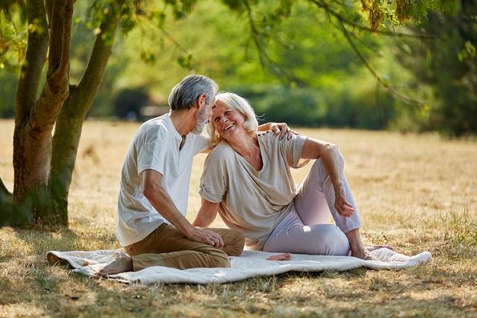 Letztendlich möchten die Menschen auch im Ruhestand genug Geld zur Verfügung haben, um ihr Leben zu genießen. Das kann eventuell sogar dann funktionieren, wenn sie bereits mit 63 in Rente gehen. (#01)