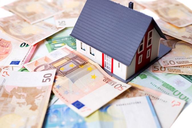 Allerdings haben die Riester Sparer die Möglichkeit, ihren Vertrag auf Wohn-Riester umzustellen. In diesem Fall beleihen die Sparer ihre Riester Rente, um die Förderung für den Bau oder Kauf eines Eigenheims zu verwenden. (#03)