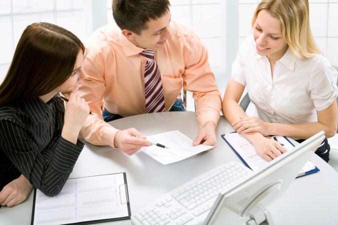 Viele Unternehmen bieten auch die Betriebsrente an. Das ist unabhängig von der Größe des Unternehmens. Oftmals gibt es auch die Möglichkeit einen Rentenberater hinzuzuziehen. Fragen Sie Ihren Arbeitgeber nach Möglichkeiten. (#5)