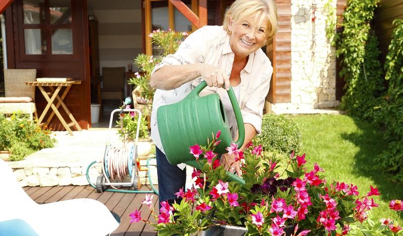 Frauen, die vor 1952 geboren wurden, erhalten eine abzugsfreie Rente mit 60, auch wenn die eigentliche Altersgrenze bei 65 angesetzt wurde.(#03)