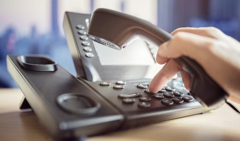 Die Kontaktaufnahme ist nicht so kompliziert, wie sich das viele Verbraucher vorstellen: Man kann einfach die kostenlose Service-Rufnummer anrufen und erhält so eine umfassende, fachkundige Beratung per Telefon.(#04)