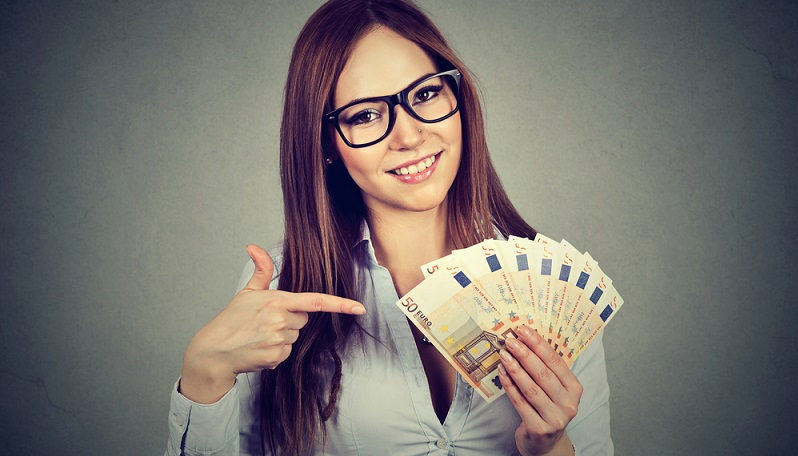 Neben den Voraussetzungen das Geburtsjahr bzw. Alter betreffend, bekommt der Sparer nur dann den Berufseinsteigerbonus, wenn er dazu berichtigt ist, die staatliche Förderung zu erhalten.(#01)