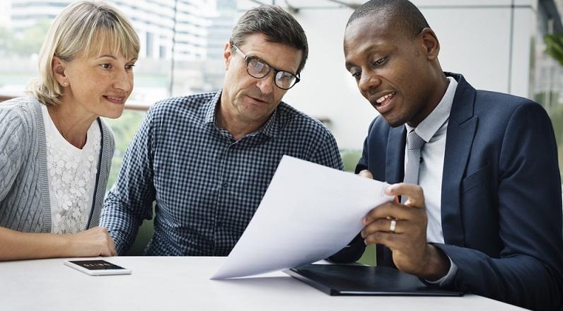 Das Angebot für fondsgebundene Rentenversicherungen umfasst eine Police mit Hinterbliebenenschutz. (#01)