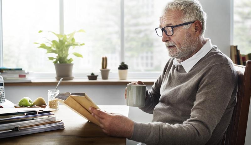 Der Hintergrund, wieso auch nicht berufstätige Personen riestern können: Die Riester-Rente soll den Sparern, die privat noch etwas für die Altersvorsorge tun, auch in finanziell schweren Zeiten eine Vorsorge ermöglichen. (#02)