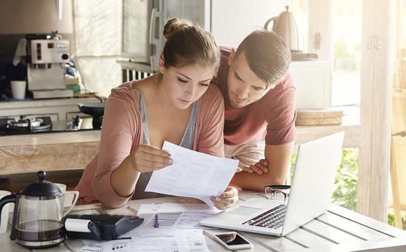 Bei der Übertragung der Kinderzulage von der Mutter auf den Vater des Kindes benötigt man bei der Steuererklärung die Anlage AV. (#01)
