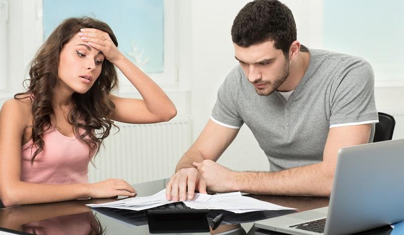 Wichtig: Vor dem Abschluss eines neuen Kreditvertrags sollten Sie die einzelnen Konditionen genau prüfen. Achten Sie dabei nicht nur auf den derzeitigen Zins, sondern auch auf die Zinsbindung. (#01)
