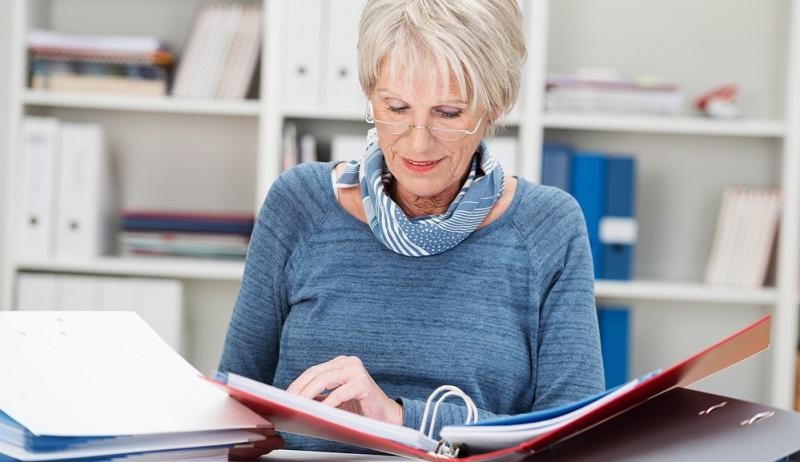 Häufig vergessen wird der geänderte Status bei der Krankenversicherung, wenn man als Rentenbezieher eine erlaubte selbständige Tätigkeit aufnimmt.