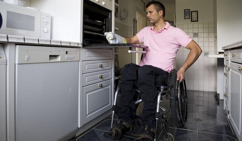 Bei der Erwerbsminderungsrente ist das grundlegende Problem, dass die Betroffenen als Frührentner in der Regel nur über eine kleine Rentenzahlung pro Monat verfügen können.