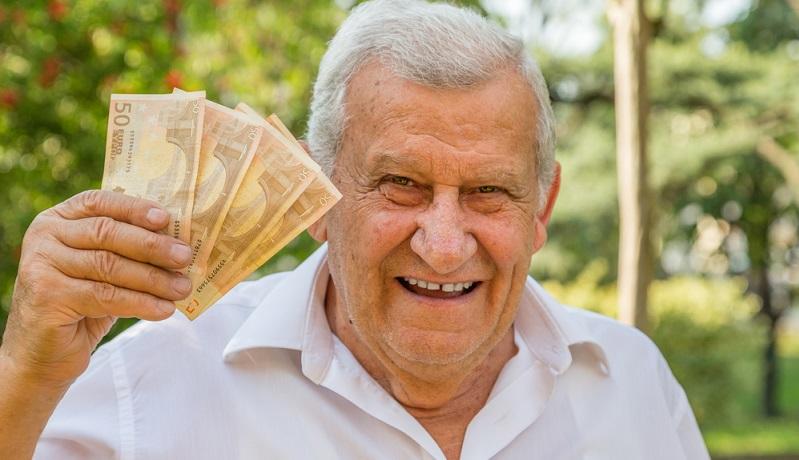 Bei der Sofortrente wird das Kapital an einen Versicherer gezahlt, der im Gegenzug eine lebenslange Leibrente garantiert.